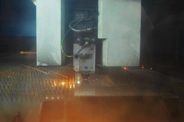 laser cutting assembly
